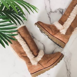 UGG • Tall Lasley Chestnut Boots